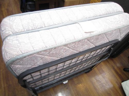 ベッドの折りたたみベッド