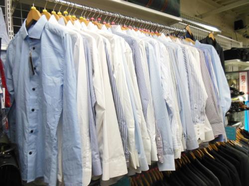 スーツのシャツ