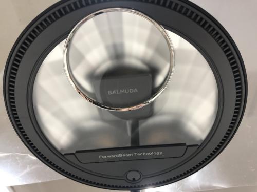 太陽光LEDデスクライトのBALMUDA