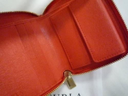 ラウンドファスナーの財布