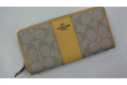 COACHのラウンドファスナー財布