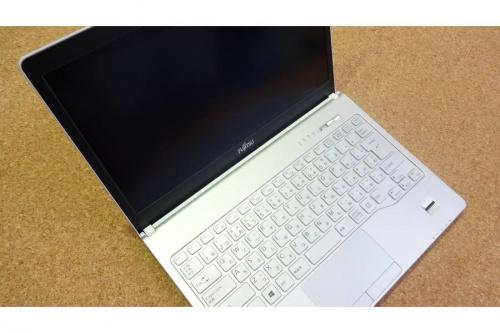 ノートパソコンの富士通
