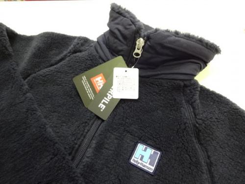 レディースファッションのフリースジャケット