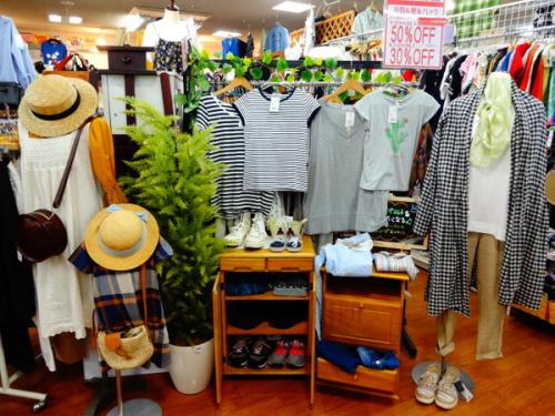 セールの夏物衣類