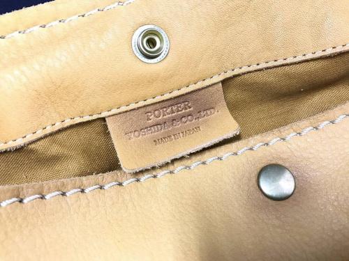 レザーのメッセンジャーバッグ