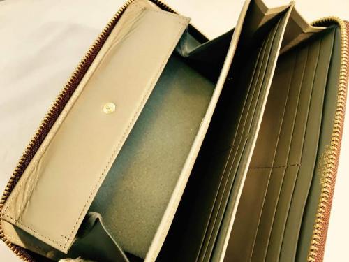 ラウンドファスナー財布の吉田カバン