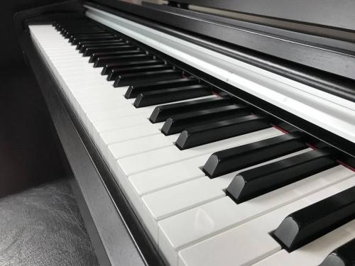 電子ピアノの町田家電