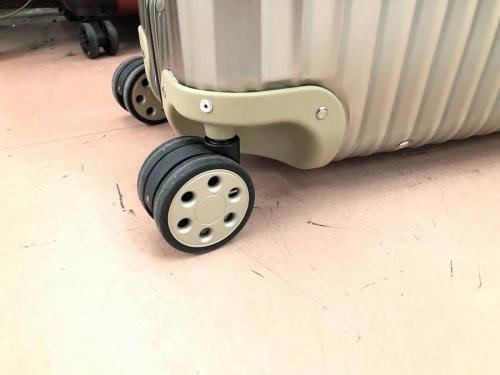 RIMOWAの町田スーツケース