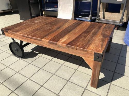 家具のトロリーテーブル