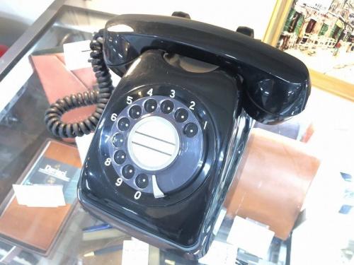 インテリアの黒電話