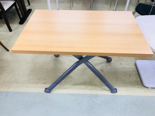 テーブルのリフトテーブル