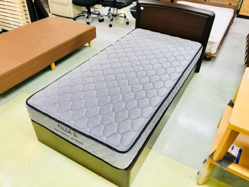 家具のベッド