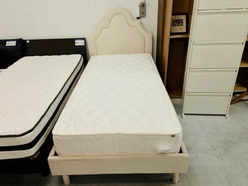 ベッドのシングルベット