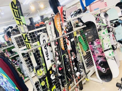スポーツ用品のスキー・スノボー