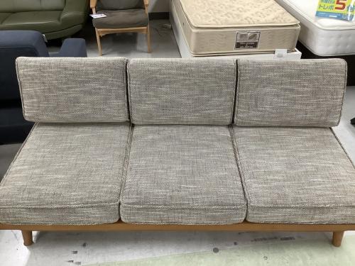 3人掛けソファーの家具