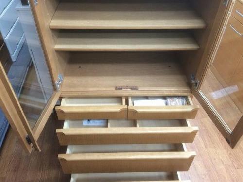 カリモクの食器棚