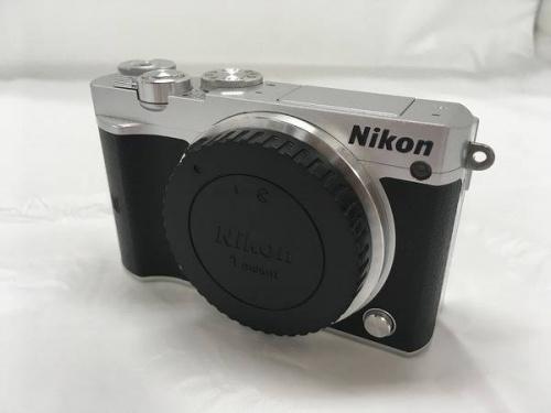 デジタルカメラのニコン(NIKON)