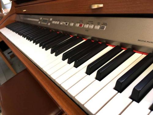 電子ピアノのエレキギター