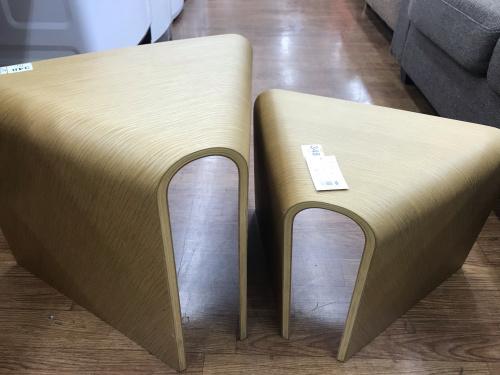 イスの重なるテーブルベンチ