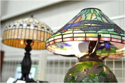 ステンドグラステーブルランプの照明