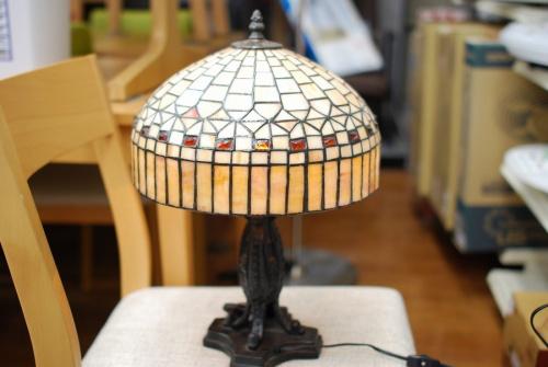 照明のテーブルランプ