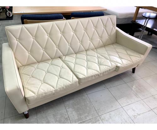 カリモク60(カリモクロクマル)のソファー