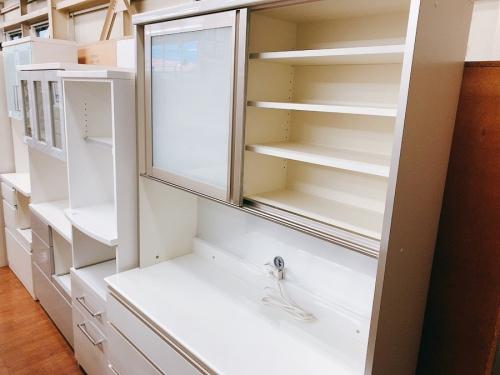 キッチンボードのカップボード 食器棚