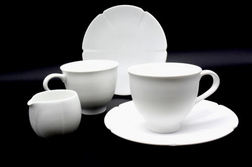 庄村久喜(ショウムラヒサキ)のカップ&ソーサー