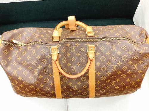 トラベルバッグのバッグ