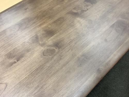 ベンチダイニングのテーブル