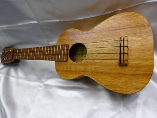 中古楽器のkelii ukulele