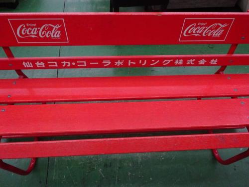 ベンチのCoca Cola