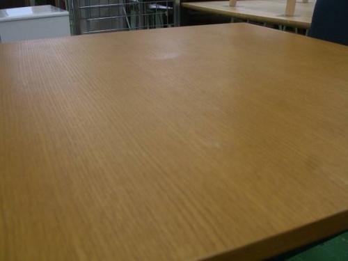 テーブルのウニコ(UNICO)