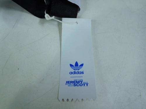 ボディーバッグのアディダス(adidas)