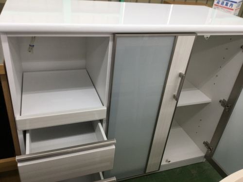 キッチン収納の3枚扉食器棚