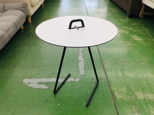 テーブルのサイドテーブル