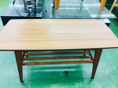 テーブルのリビングテーブル