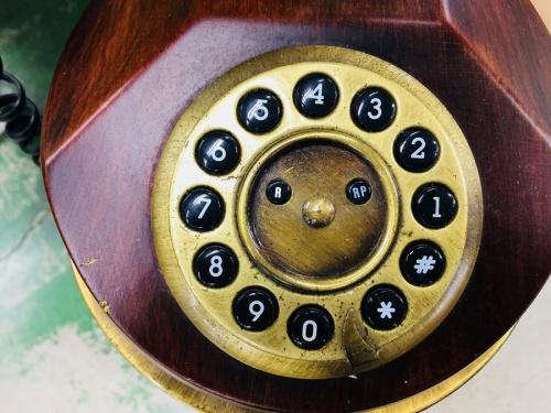 アンティーク調電話機のインテリア