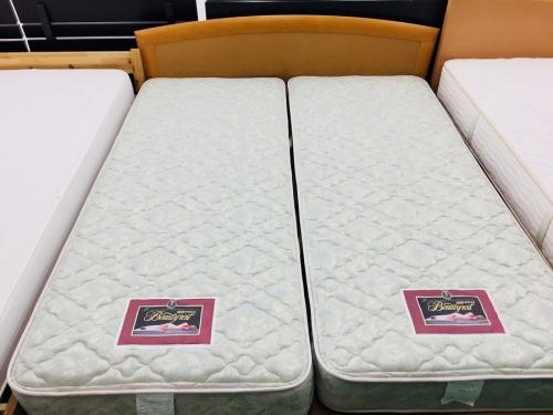 ベッドの引出付クイーンベッド