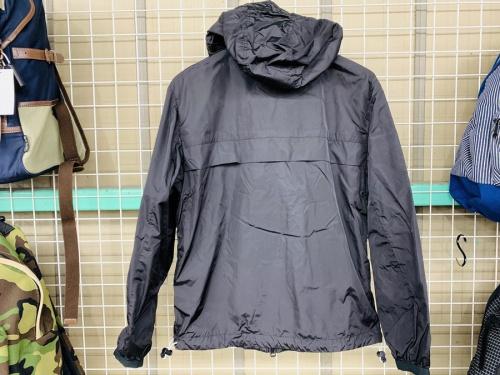 ジャケットのナイロンパーカー