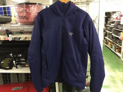ジャケットのプロトンLTフーディージャケット