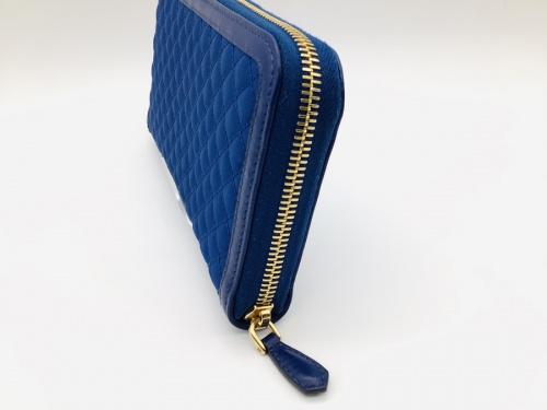 ラウンドファスナー財布のPRADA