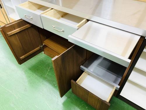 キッチン収納のステンレストップキッチンカウンター