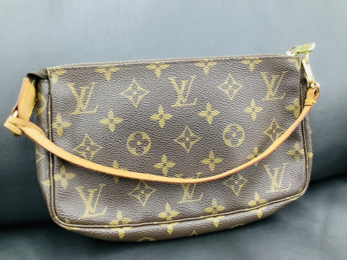 ポーチのLOUIS VUITTON
