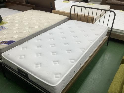 チェストのベッド