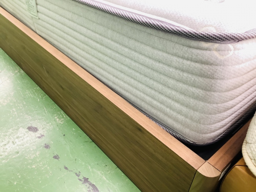 クイーンベッドの富士家具