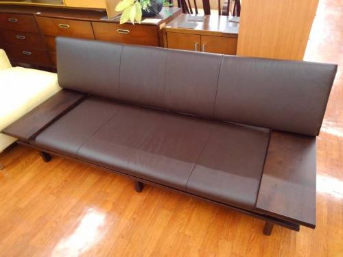 家具の3人掛けソファ