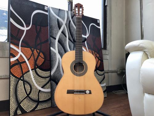 楽器のクラシックギター