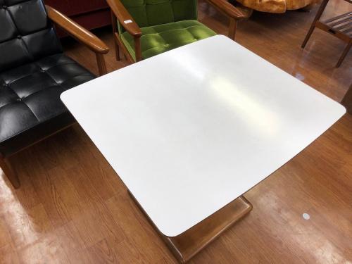 家具のカフェテーブル