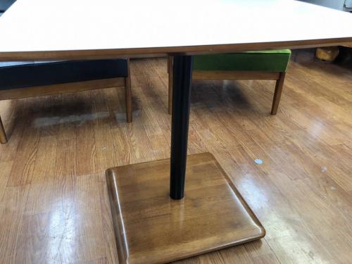 カフェテーブルのリビングテーブル
